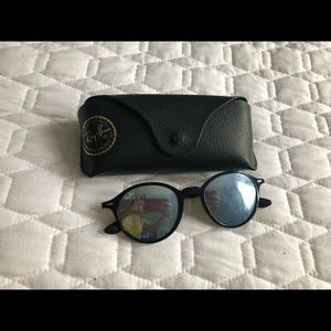 silver mirrored round raybans with black frame